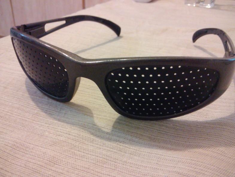 pinhole-glasses