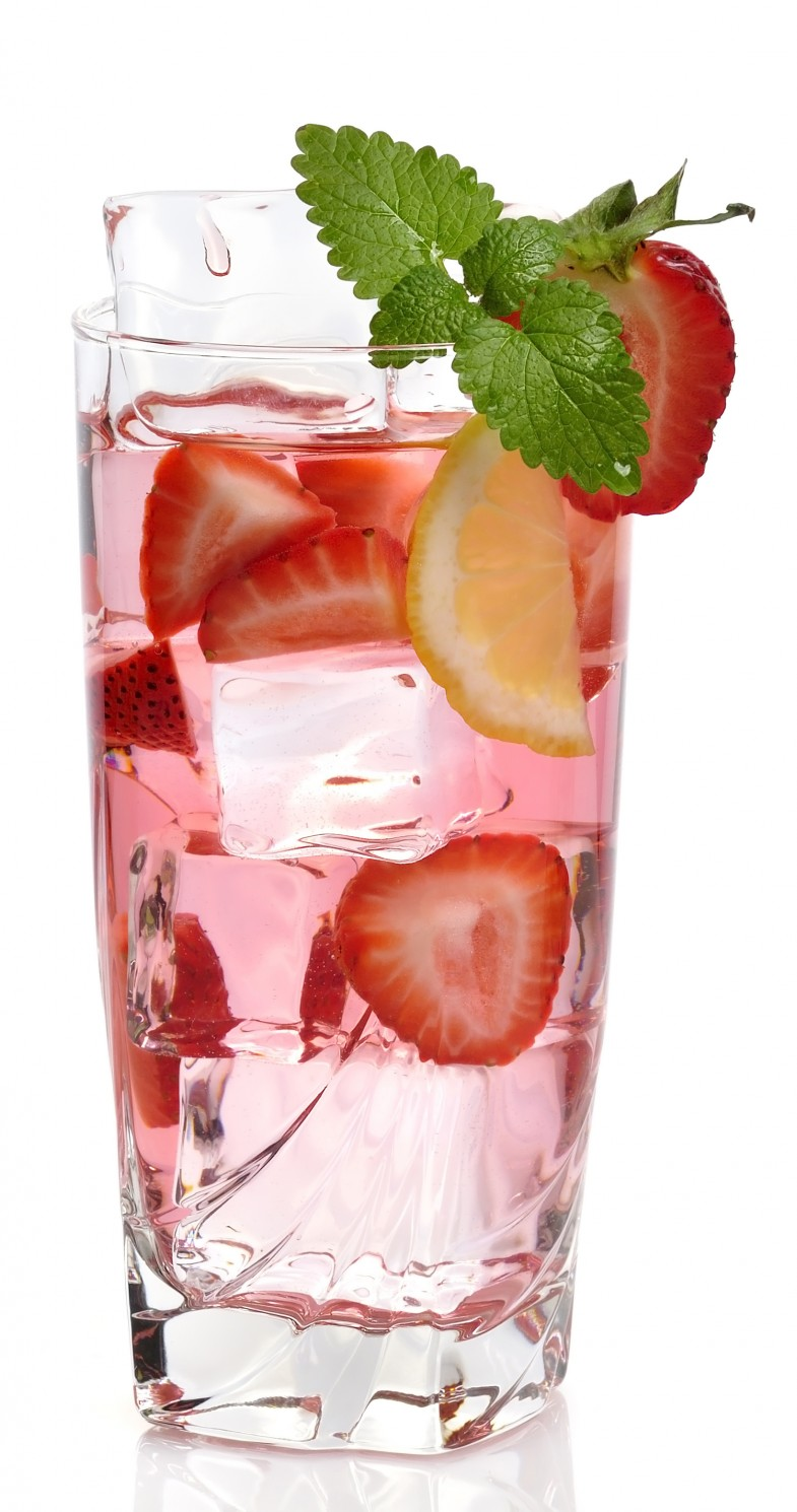 Strawberry Mint Water Ingredients: 4 whole strawberries (sliced) 6 fresh mint leaves (washed and torn into pieces) Strawberry Watermelon Water. Strawberry Watermelon Water makes a refreshing summer drink. When watermelons and strawberries both come into season it becomes the perfect time to make this delicious strawberry detox water recipe.