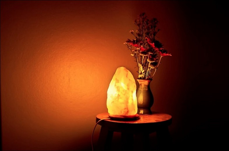 himalayan-rock-salt-lamp-lick