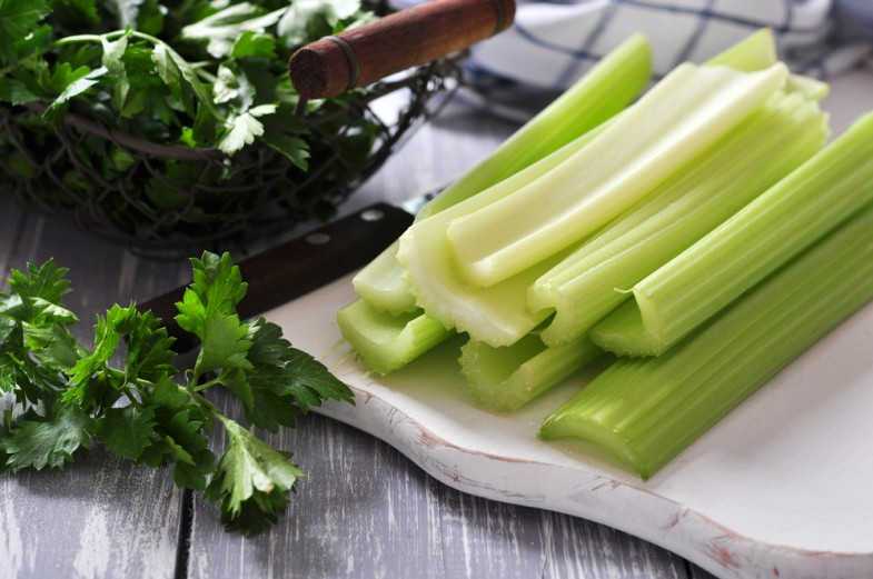 Vine-Vera-Foods-that-Fight-Bloating-Celery