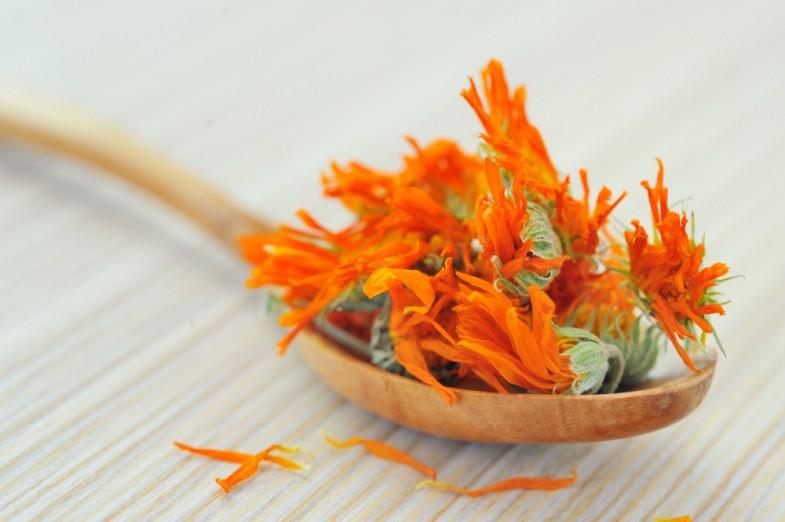 caledula-petals-blossom-jar-natural-ingredients