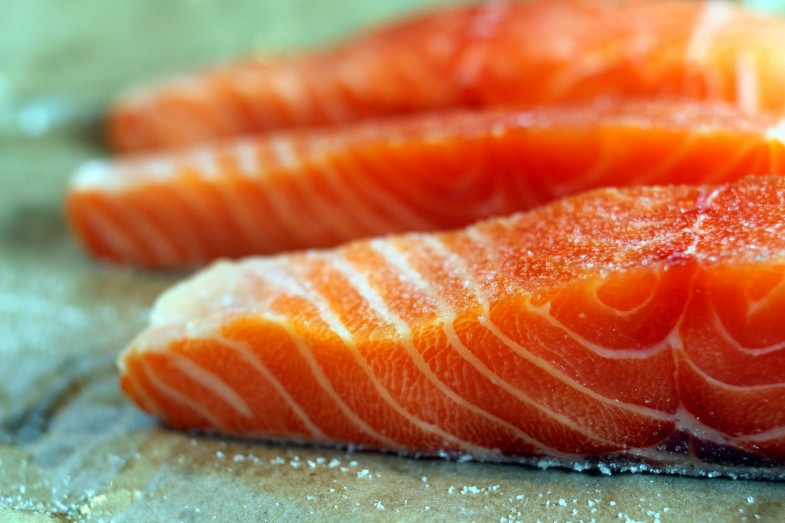 seared-salmon-raw