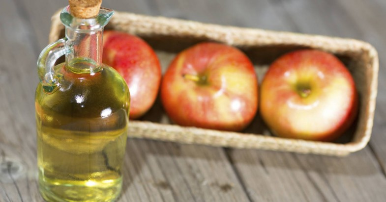 2015-06-23-health-beauty-benefits-apple-cider-vinegar-fb